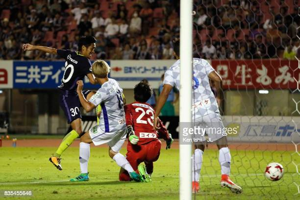 Kosei Shibasaki of Sanfrecce Hiroshima scores the opening goal during the JLeague J1 match between Sanfrecce Hiroshima and Ventforet Kofu at Edion...