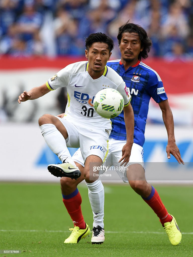 Kosei Shibasaki of Sanfrecce Hiroshima#30 in action during the J.League match between Yokohama F.Marinos and Sanfrecce Hiroshima at the Nissan Stadium on April 24, 2016 in Yokohama, Kanagawa, Japan.