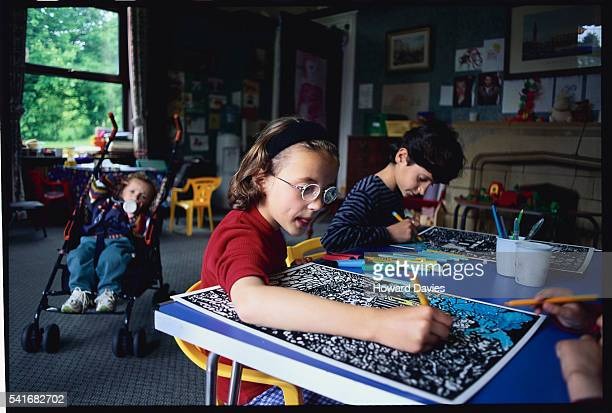 kosovar refugees at refugee council reception centre - kosovo england stock pictures, royalty-free photos & images