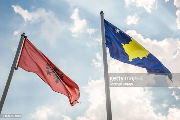 kosovo and albanian flags - bandiera albanese foto e immagini stock