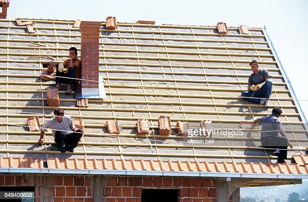 Kosovo Rebuilding of houses with the help of Cap Anamur in Battlava