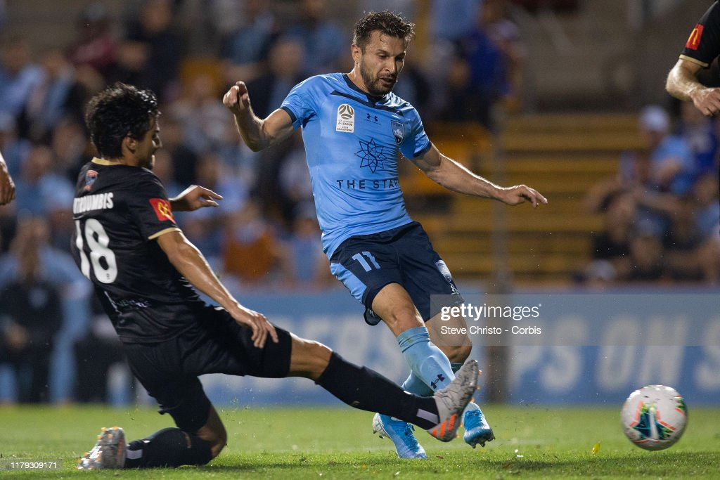 A-League Rd 4 - Sydney v Newcastle : News Photo