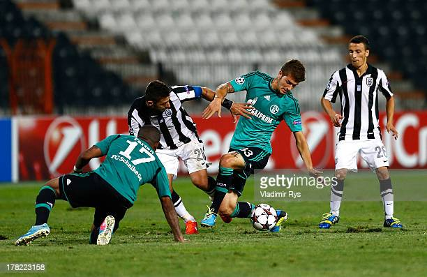 Kostas Katsouranis and Ergys Kace of PAOK defend as Roman Neustaedter and Jefferson Farfan of Schalke attack during the UEFA Champions League second...