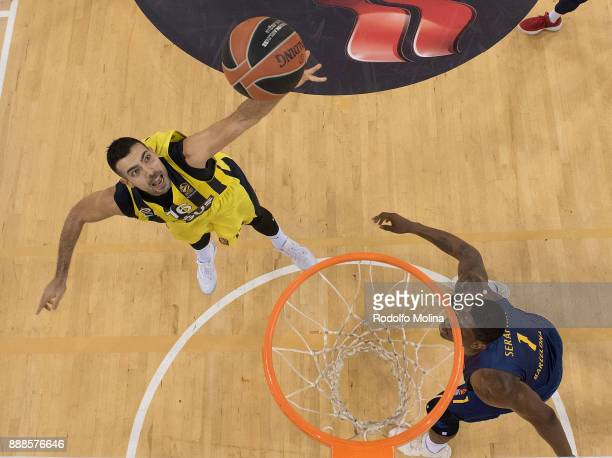 Kostas Sloukas #16 of Fenerbahce Dogus Istanbul in action during the 2017/2018 Turkish Airlines EuroLeague Regular Season game between FC Barcelona...