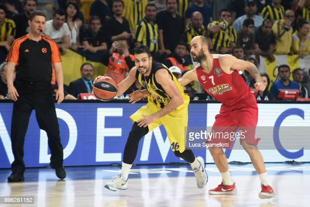 Kostas Sloukas #16 of Fenerbahce Istanbul competes with Vassilis Spanoulis #7 of Olympiacos Piraeus during the Championship Game 2017 Turkish...