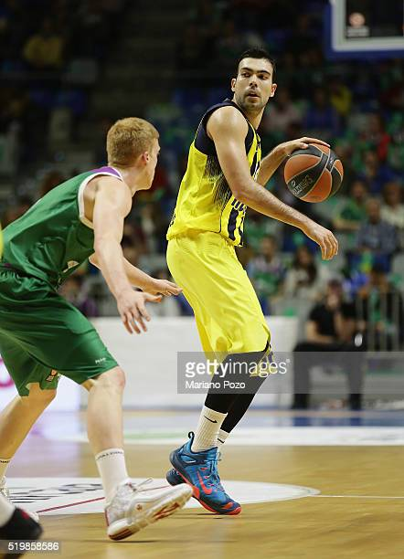 Kostas Sloukas #16 of Fenerbahce Istanbul in action during the 20152016 Turkish Airlines Euroleague Basketball Top 16 Round 14 game between Unicaja...