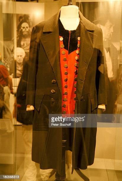 Kostüm Curd JürgensAusstellungDeutsches Filmmuseum FrankfurtEröffnung Kostüm für Rolle Mats ausDie Kronbraut Leihgabe TheatermuseumWien
