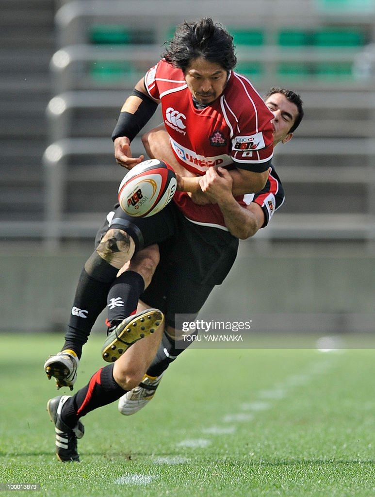 Kosuke Endo (front) of Japan drops the ball as he is tackled by Taif al-Delamie of the Arabian Gulf team during their match in the Asian Five Nations rugby tournament in Tokyo on May 8, 2010. Japan defeated Arabian Gulf 60-5. AFP PHOTO/Toru YAMANAKA