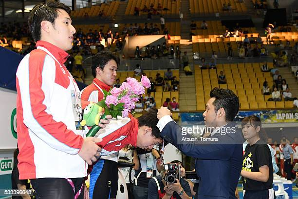 Kosuke Kitajima of Japan attends the medal ceremony as a presenter during the Japan Open 2016 at Tokyo Tatsumi International Swimming Pool on May 22...
