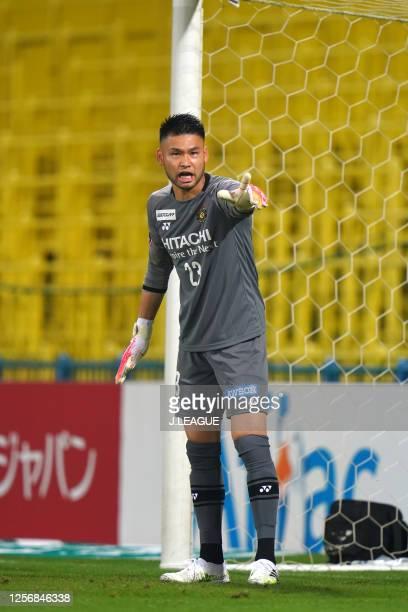 Kosuke Nakamura of Kashiwa Reysol gestures during the J.League Meiji Yasuda J1 match between Kashiwa Reysol and Shonan Bellmare at Sankyo Frontier...