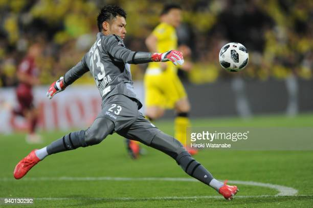Kosuke Nakamura of Kashiwa Reysol in action during the JLeague J1 match between Kashiwa Reysol and Vissel Kobe at Sankyo Frontier Kashiwa Stadium on...
