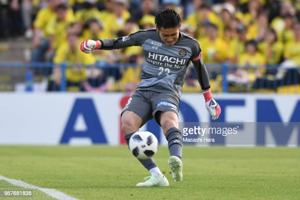 Kosuke Nakamura of Kashiwa Reysol in action during the JLeague J1 match between Kashiwa Reysol and Kawasaki Frontale at Sankyo Frontier Kashiwa...