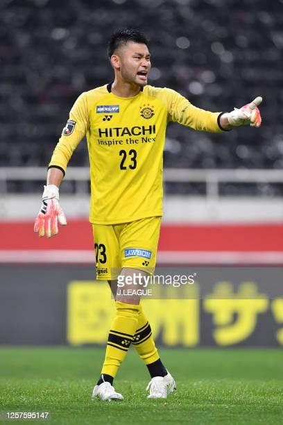 Kosuke Nakamura of Kashiwa Reysol in action during the J.League Meiji Yasuda J1 match between Urawa Red Diamonds and Kashiwa Reysol at the Saitama...