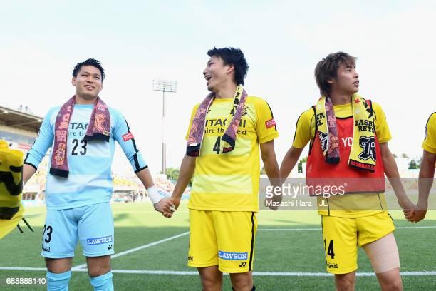 Kosuke Nakamura Shinnosuke Nakatani and Junya Ito of Kashiwa Reysol celebrate their 42 victory after the JLeague J1 match between Kashiwa Reysol and...
