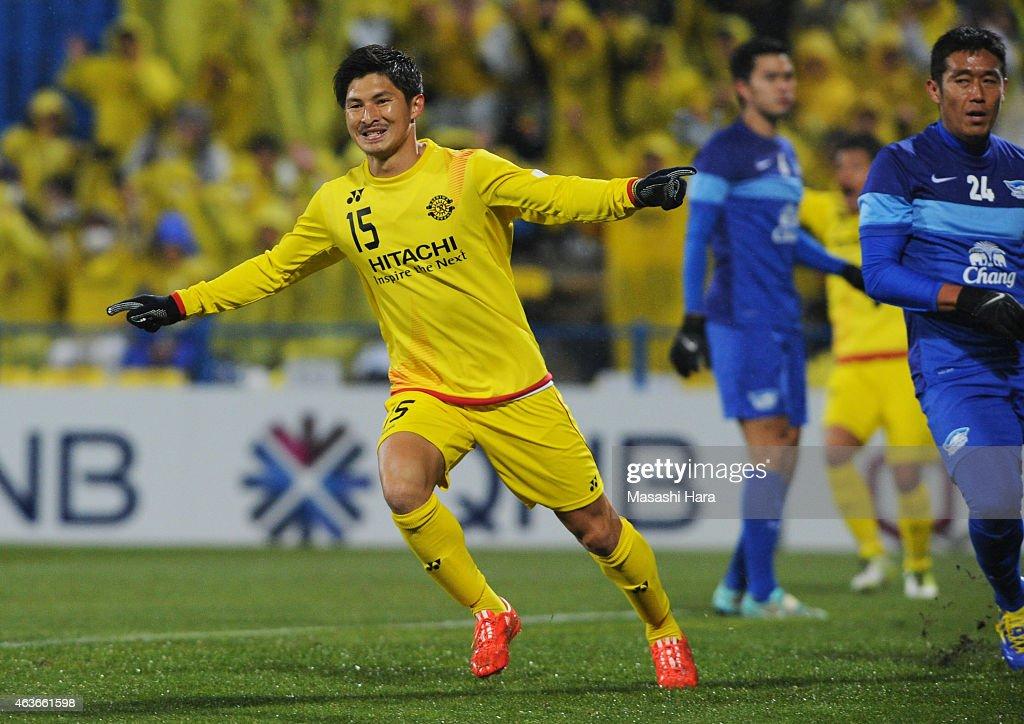 Kosuke Taketomi #15 of Kashiwa Reysol celebrates the first goal during the AFC Champions League playoff round match between Kashiwa Reysol and Chonburi FC at Hitachi Kashiwa Soccer Stadium on February 17, 2015 in Kashiwa, Japan.