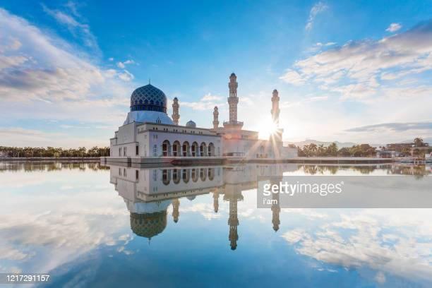 kota kinabalu city mosque (the floating mosque) or masjid bandaraya kota kinabalu in blue sky - sabah state stock pictures, royalty-free photos & images
