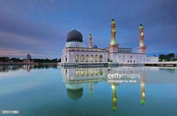 kota kinabalu city mosque, sabah malaysia - floating mosque stock pictures, royalty-free photos & images
