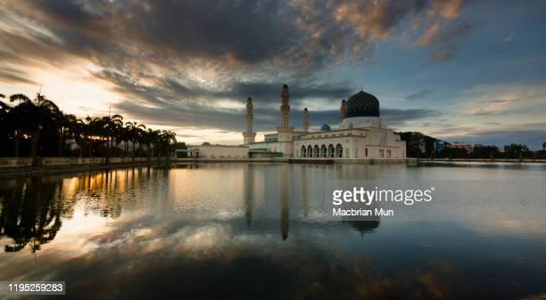 kota kinabalu floating mosque at sunrise in sabah, east malaysia - kota kinabalu stock pictures, royalty-free photos & images