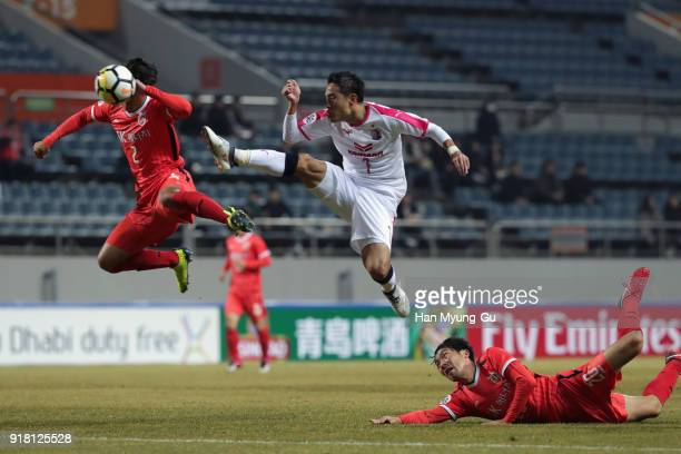 Kota Mizunuma of Cerezo Osaka and Jung Dahwon of Jeju United compete for the ball during the AFC Champions League Group G match between Jeju United...