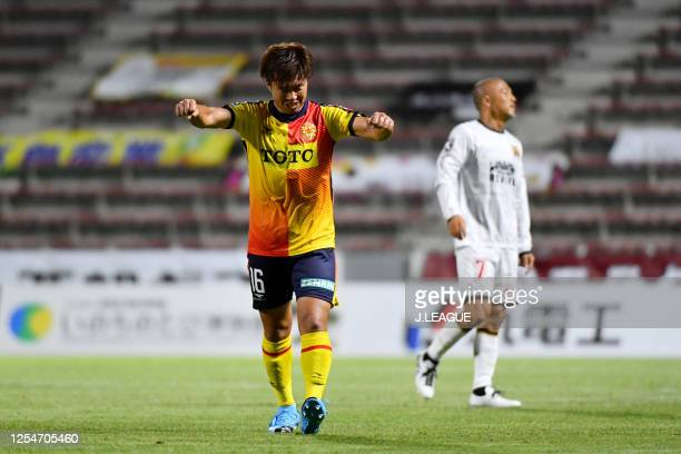 Kota MURAMATSU of Giravanz Kitakyushu celebrate their victory after during the JLeague Meiji Yasuda J2 match between Giravanz Kitakyushu and FC...