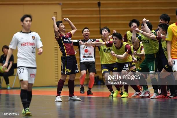 Kotaro Inaba of Fugador Sumida celebrates the 8th goal during the FLeague match between Fugador Sumida and Bardral Urayasu at the Komazawa Gymnasium...