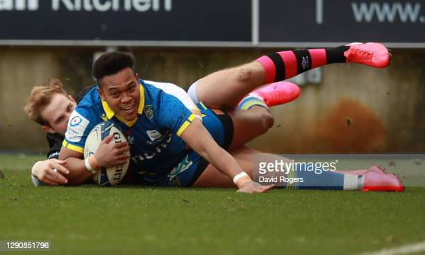 Kotaro Matsushima of Clermont Auvergne scores their first try during the Heineken Champions Cup Pool 2 match between Bristol Bears and ASM Clermont...