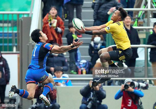 Kotaro Matsushima of Suntory Sungoliath and Kenki Fukuoka of Panasonic Wild Knights battle for the ball during the 54th Japan Rugby Championship...