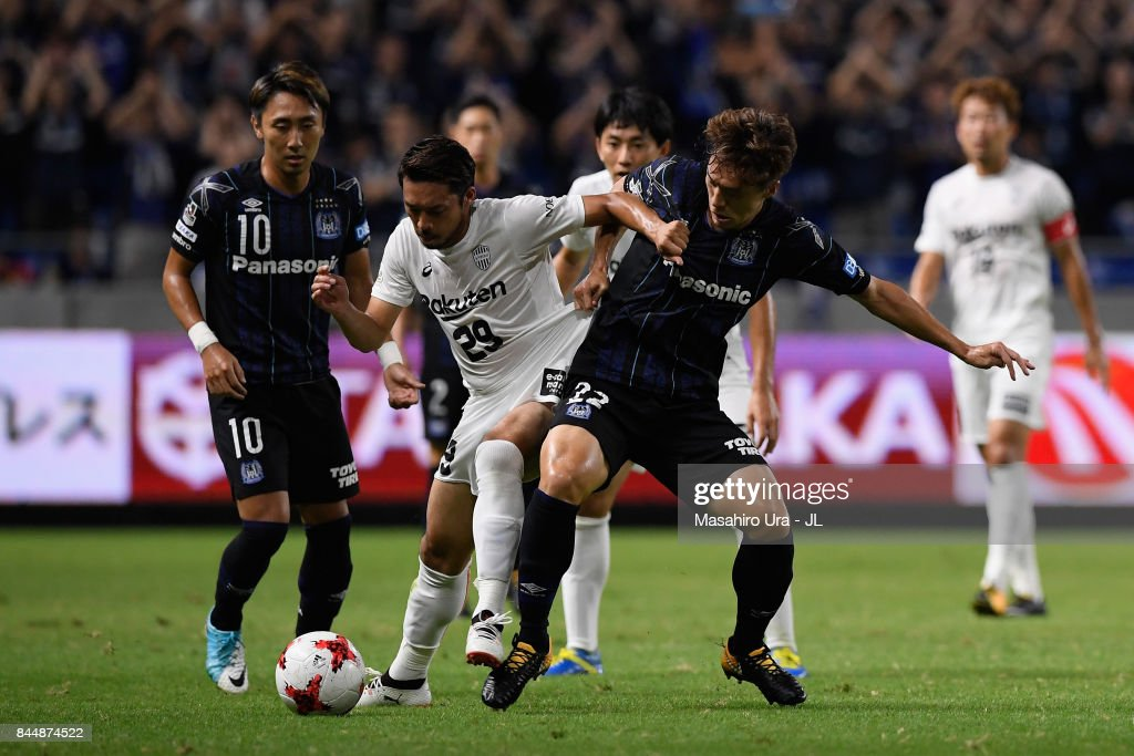 Kotaro Omori of Vissel Kobe and Oh Jae Suk of Gamba Osaka compete for the ball during the J.League J1 match between Gamba Osaka and Vissel Kobe at Suita City Football Stadium on September 9, 2017 in Suita, Osaka, Japan.