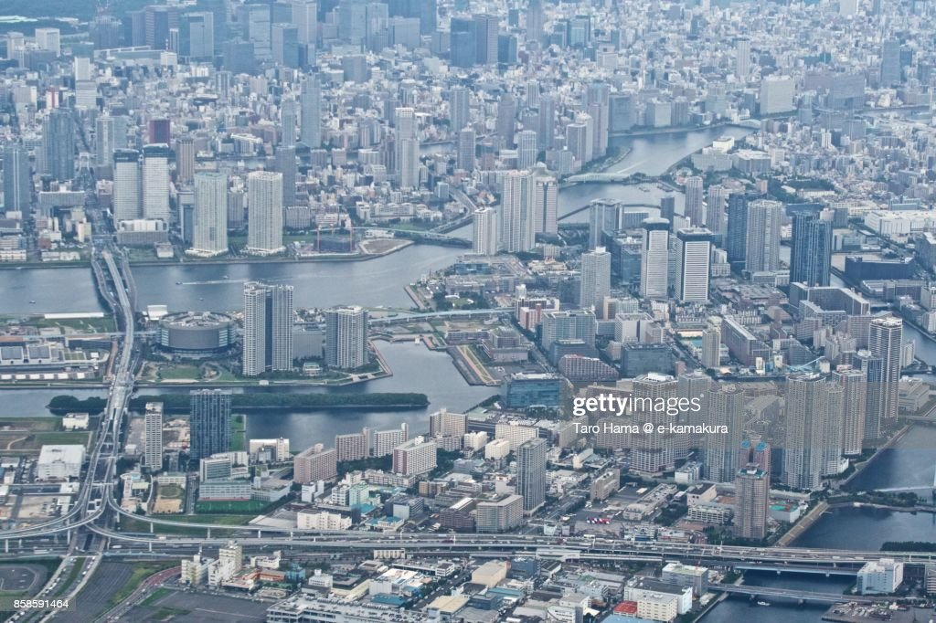 Koto District in Tokyo city in Japan daytime aerial view from airplane : Stock-Foto