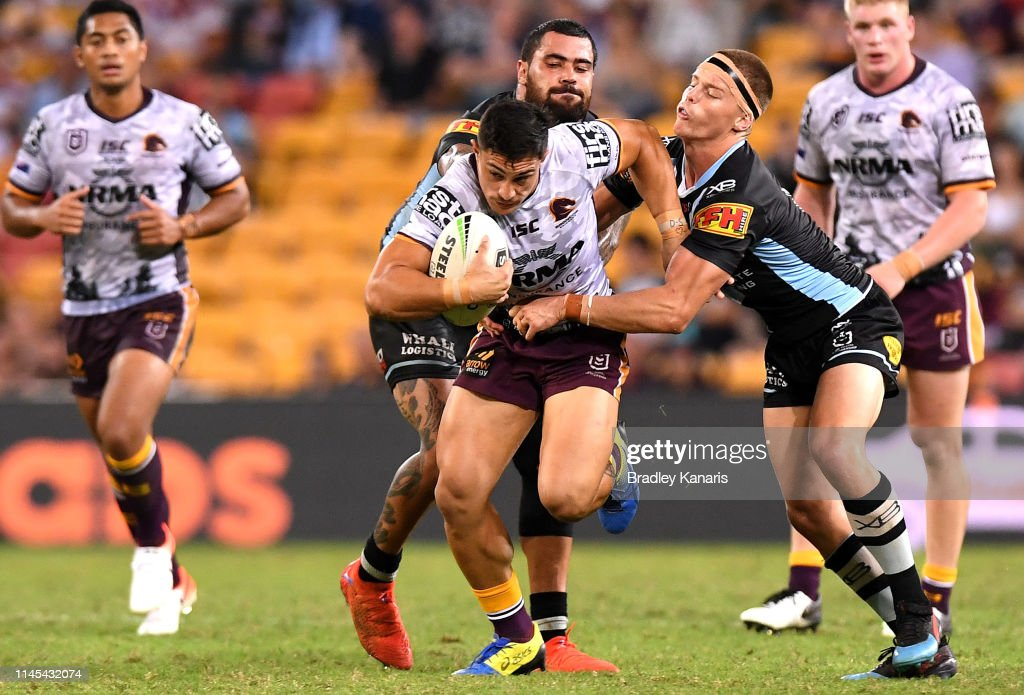 NRL Rd 7 - Broncos v Sharks : News Photo