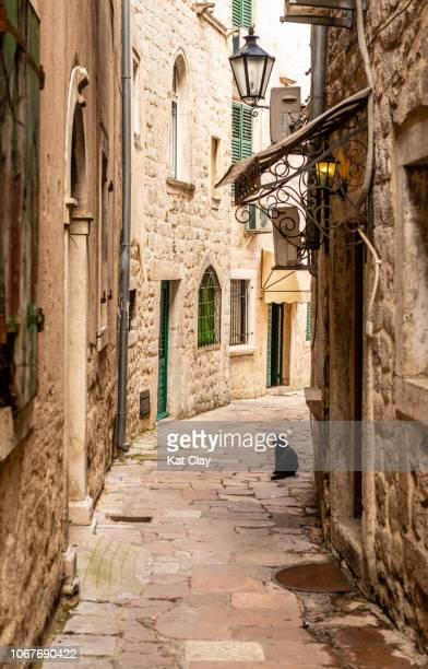 kotor old town, montenegro - montenegro photos et images de collection