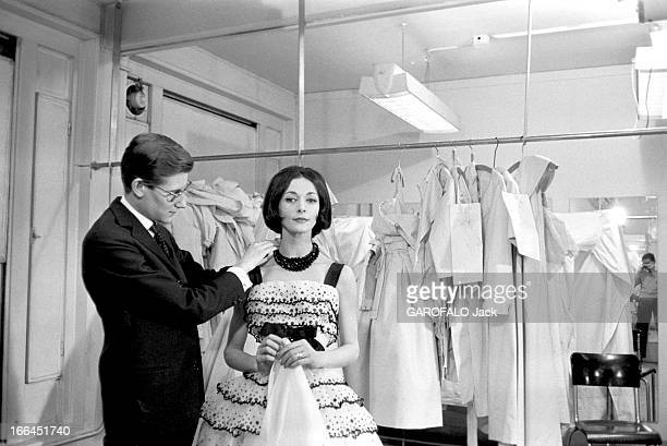 Kouka Featured Model Of Dior Yves SAINT LAURENT styliste de la maison Dior met la dernière touche sur une robe que porte le mannequin Kouka DENIS 1959