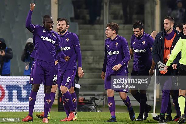 Kouma Babacar of Fiorentina celebrates with team mates after scoring the winning goal during the Serie A match between ACF Fiorentina and US Citta di...