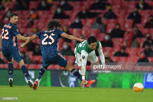 Koya Kitagawa of Rapid Vienna and Mohamed Elneny of Arsenal battle for the ball during the UEFA Europa League Group B stage match between Arsenal FC...