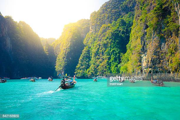kph phi phi in krabi, thailand - phi phi islands stock-fotos und bilder