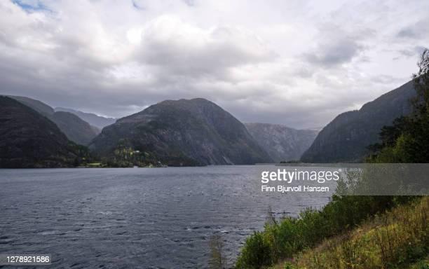 åkrafjorden, norwegian fjord near the westcoast of norway - finn bjurvoll ストックフォトと画像