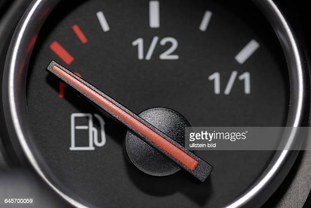 Kraftstoffanzeige auf Null Benzinpreise Sprit Spritkosten Tankkosten Tankanzeige Kraftstoff Benzinpreisentwicklung Ressourcen nat¸rliche Auto Autos...