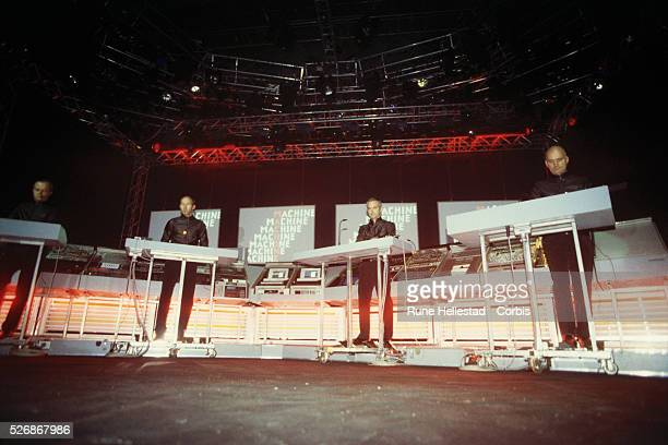 Kraftwerk Performing