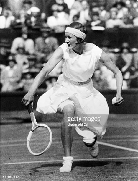 Krahwinkel-Sperling, Hilde *26.03..1981+Tennisspielerin, D/ Daenemark- Turnier in Wimbledon: Spielstudie im Spiel gegen Frau Sterry, die sie besiegt-...