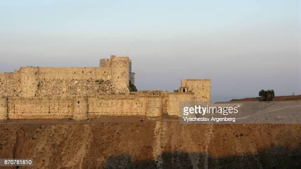 krak des chevaliers medieval castle, syria, tartus - argenberg ストックフォトと画像