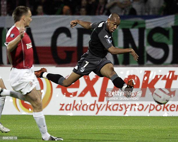 Targino Tiago from Vitoria Guimaraes shots and scores a goal during a UEFA Cup match against Wisla Krakow 29 September 2005 in Krakow AFP PHOTO JANEK...