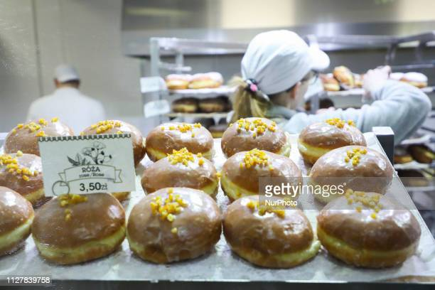 Krakow's donuts bakery 'Stara Paczkarnia' produces donuts for Fat Thursday Fat Thursday is a traditional Catholic Christian feast on the last...