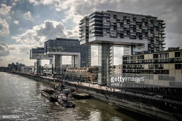 (kran häuser) kranhäuser im rheinauhafen, rhein, köln, deutschland - köln stock-fotos und bilder