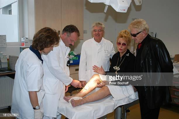 "Krankenschwester Sieglinde Loll-Nielsen, Dr. Markus Wuttke, Dr. Rudolf Sporer, Hannelore Kramm, Heino, , , ""HELIOS Krankenhaus"", Kitzbühel, ;..."