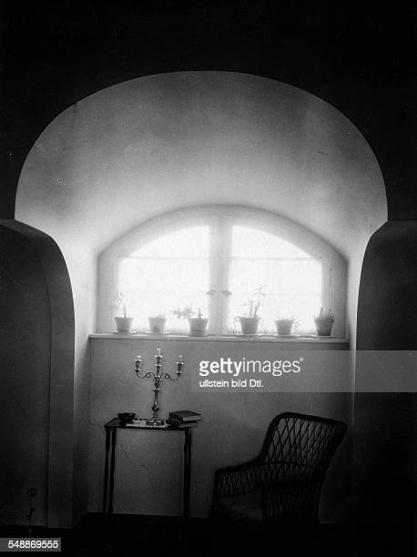 Krauskopf Bruno Painter Graphic Artist Germany *09031892 window in his bedroom of his house in Saarow architect Harry Rosenthal 1926 Photographer...