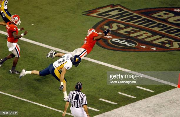 Kregg Lumpkin of the Georgia Bulldogs scores against the West Virginia Mountaineers in the Nokia Sugar Bowl on January 2 2006 at the Georgia Dome in...
