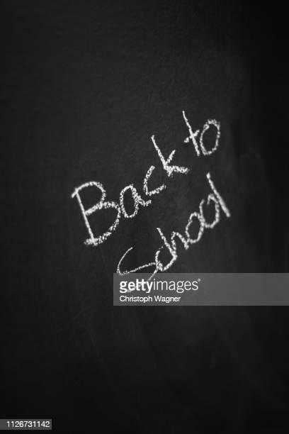 kreide tafel - back to school - berufliche beschäftigung stock pictures, royalty-free photos & images