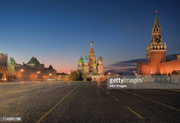 kremlin, saint basil's cathedral, and red square, moscow, russia - moscow russia stock pictures, royalty-free photos & images