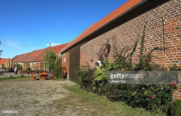 Kremmen unter Denkmalschutz stehendens Scheunenviertel ca 50 Scheunen aus der Mitte des 17 Jahrhunderts die zum grossen Teil fuer Kultur Gastronomie...