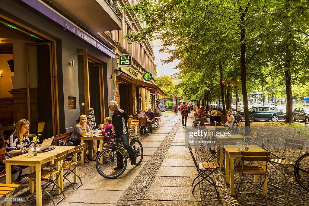 Kreuzberg, Pubs in Schlesische Strasse (street) : ストックフォト